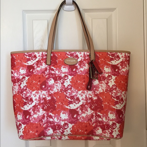 Coach bags floral print toteshoulder bag nwt poshmark coach floral print toteshoulder bag nwt mightylinksfo