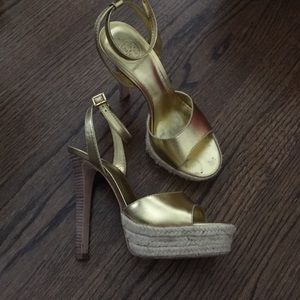Tory Burch Gold heels - size 8