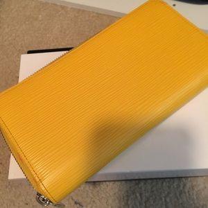 LV Epi Zip wallet