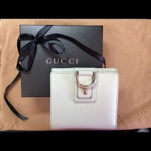 Gucci Beige textured leather  wallet with D ring.