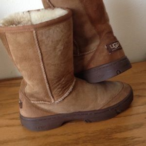 Authentic UGG boots chestnut Classic size 6
