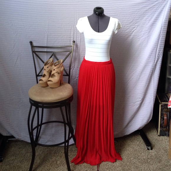 c37190808 bebe Dresses & Skirts - 👗 bebe Red Pleated Maxi Skirt