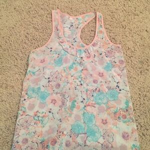Floral tank w ruffle detail on back