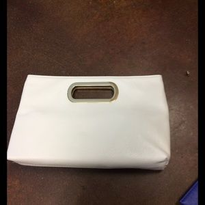 WHITE CLUTCH WITH GOLD DETAIL