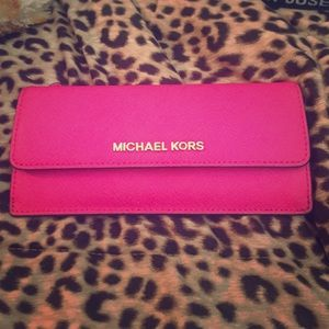 83604a07df05 Buy raspberry michael kors wallet > OFF59% Discounted