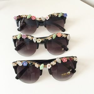 New!💟 Flower and Stones Wayfarer Style Sunglasses