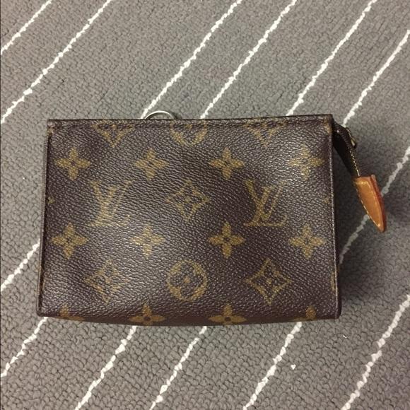 a53196f76eb1 Louis Vuitton Handbags - Louis Vuitton - Toiletry Pouch 15