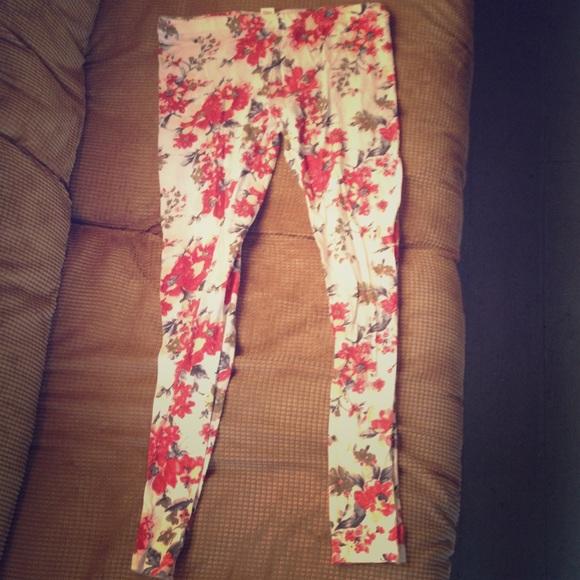 668c1b6f9762 Zenana Outfitters Pants | White Floral Print Leggings | Poshmark