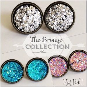thejeweladdict Jewelry - 3 for 15🎀 Drusy style bronze tone earrings