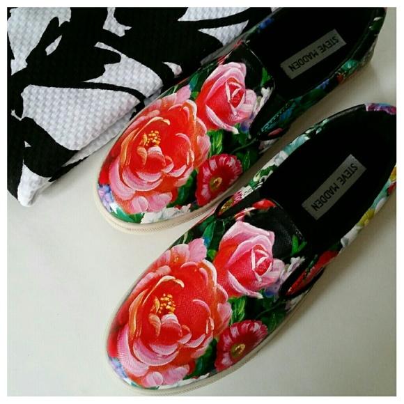 Hour Sale    Slip-on Shoe    Black Floral Print