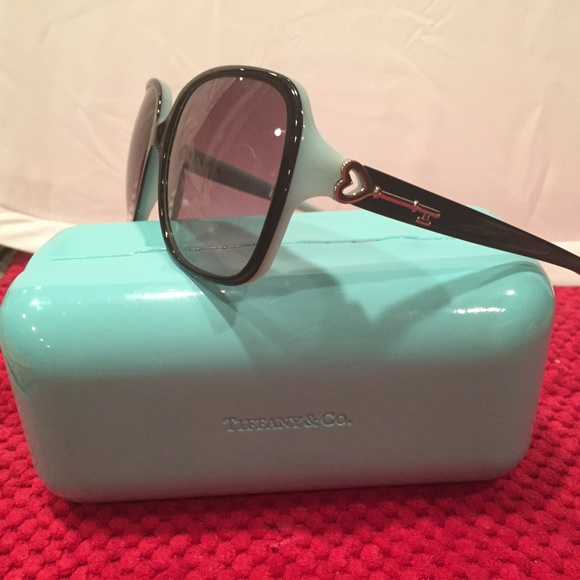 tiffany co harvard case She started her career as a consultant with mckinsey & co where she served a   ms clay received her mba from harvard business school where she.