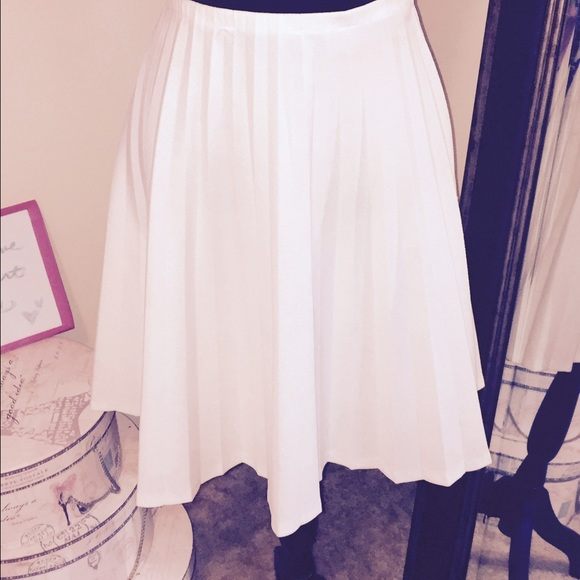 Skirts - White pleated skater skirt size 16