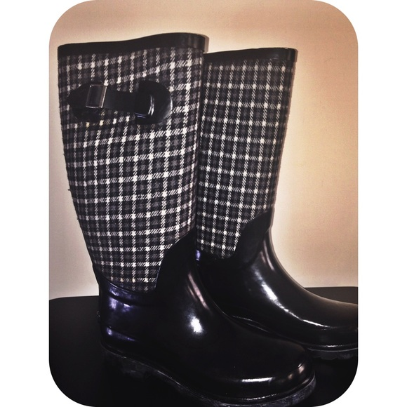 Totes - 🌟Black &amp White plaid totes rain boots. from Brianna&39s
