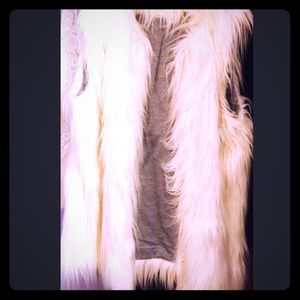 SOLD: TopShop Faux Fur Vest🎀