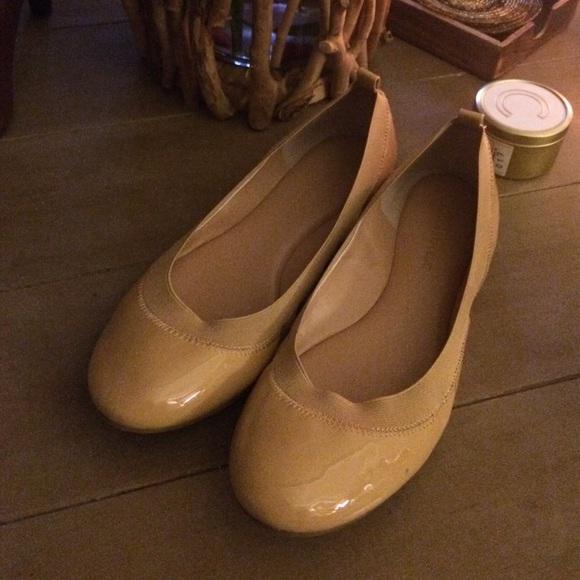 9bb0e6fb04e5 Banana Republic Shoes - Banana Republic nude patent abby Ballet flats 8