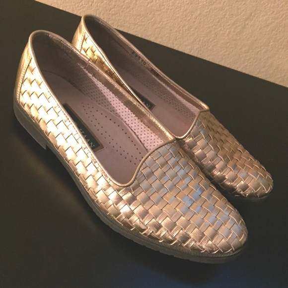 FINAL PRICE❤️Cole Haan gold woven leather loafers!