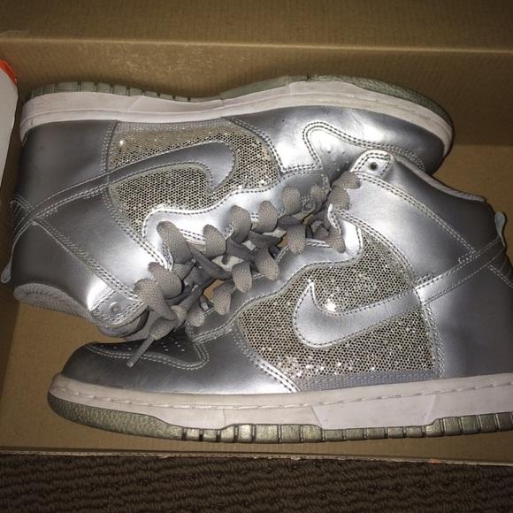 le scarpe nike silver sparkle pivot s poshmark