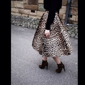 New Gorgeous Leopard Midi Flare Skirt❤️