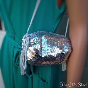 Preston & York Handbags - ‼️🚨DELETING TONIGHT🚨‼️Silver Sequin Clutch