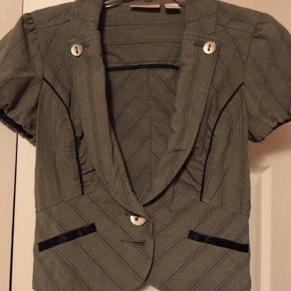 75% off DNKY Jackets &amp Blazers - Olive dressy short sleeve jacket