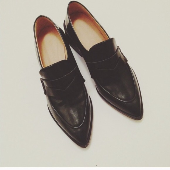 c1420e1f454 Zara Shoes - Zara pointed-toe loafers