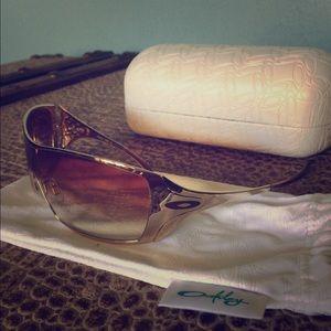 26e588e0e04e4 Oakley Dart Gold Sunglasses
