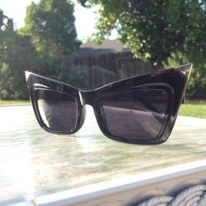 HOST PICKNEW RETRO CAT EYE SUNGLASSES