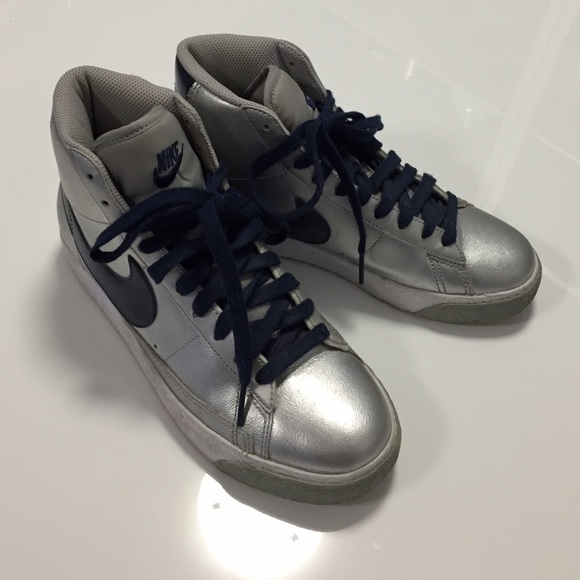 new product d9701 fce3b NIKE silver and navy blue blazer high tops. M 55200bfd4127d00730001f94