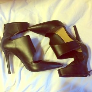 Zara Black pointy ankle heel/bootie