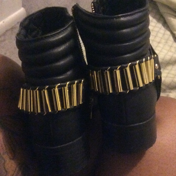 41 h m boots sold black boots with gold stud