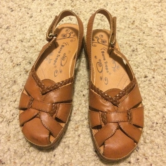 4d7ef0429cc4 Bare Traps Shoes - Brown Bare Traps Sandals ~ size 5.5