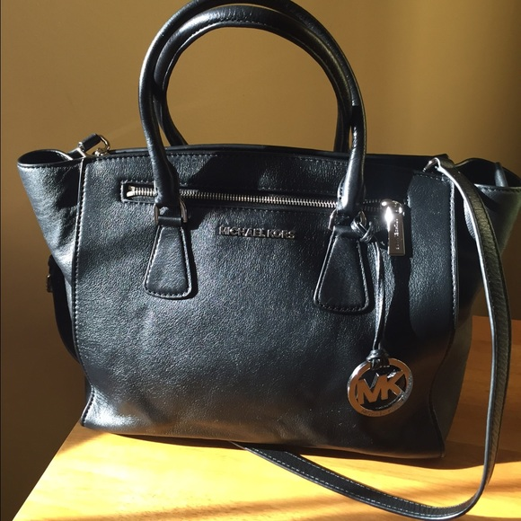 d2b5624f09e3 MICHAEL Michael Kors Large Leather Sophie- Black. M 5521385aeaf03057d5005c4c