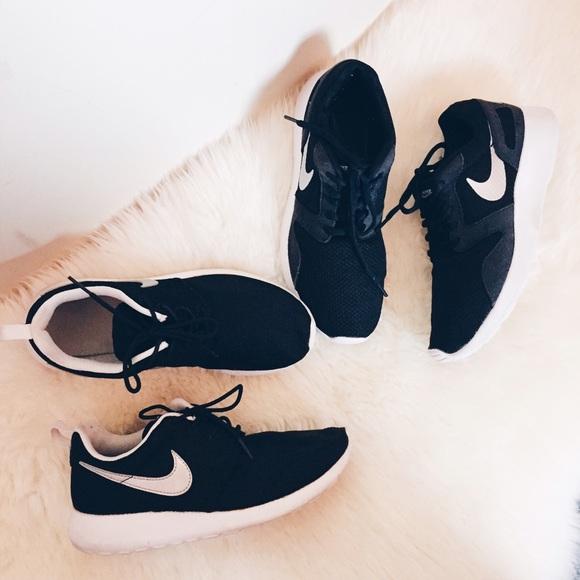 ad60fa9a077ea Nike Roshe Run   Kaishi Run Bundle. M 55218a4598182972d00074a5