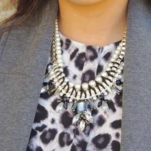 Jewelry - Crystal pearl statement necklace