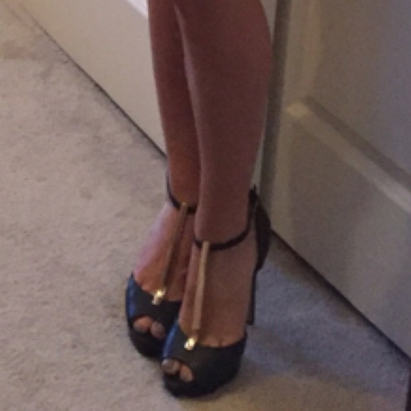 27 aldo shoes black and gold aldo heels from