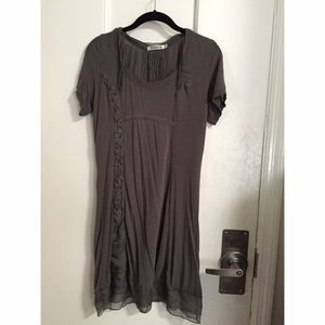 grey short sleeve dress