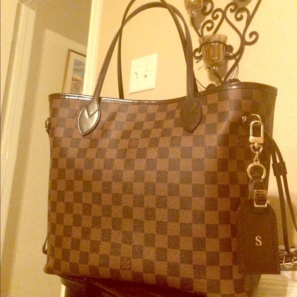 619fce3a5232 Louis Vuitton Accessories - 💯% Authentic LV bolt key ring