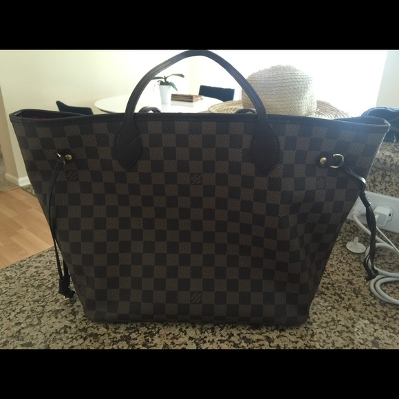 Louis Vuitton Handbags - Louis Vuitton Neverfull MM with hot stamp VIKI 80e25e6419
