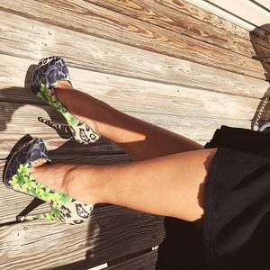 Shoes - FINAL SALE💕Floral animal print platform heels