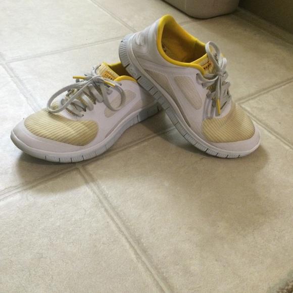 2a6ec25a968 Limited edition Livestrong Nike free runs. M 5522c407ea3f36377f00cde9