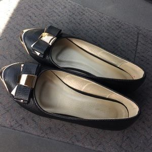 Shoes - Blk flats