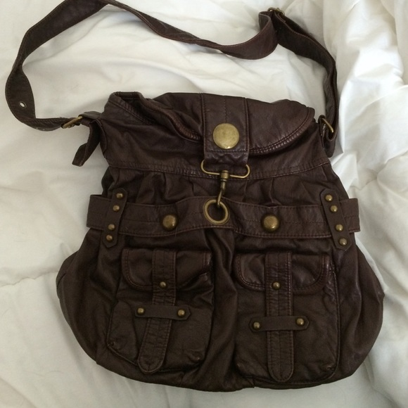 Forever 21 Handbags - Forever 21 faux leather brown shoulder bag 9a5c2ff8a9a80
