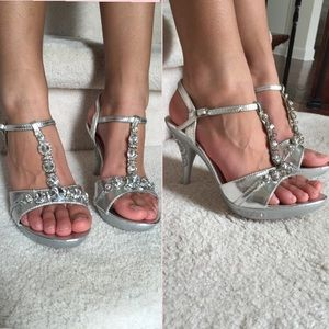 Shoes - 💜️FLASH SALE💜Silver Jeweled High Heel Shoes