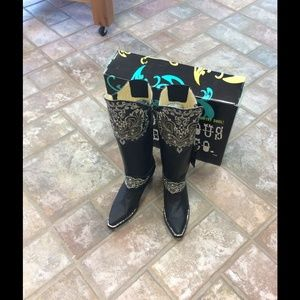 Bodacious custom blinged boot 🎉Host Pick 1/30
