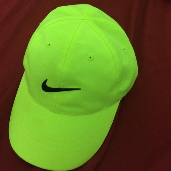 Neon green Nike hat. M 5523411d7f0a05556201112a cc5473ff1cc