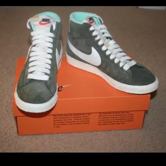 huge discount 5920b 8a87c J. Crew Nike Suede Blazer Mid Vintage Sneakers. M 552364ccb4188e65fe012426