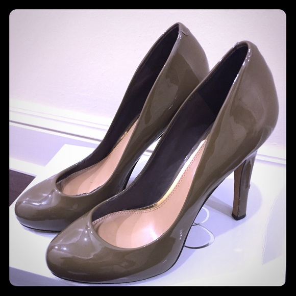 Super nice and unique heels by Jessica Simpson. Thank you for looking!!! Welcome to J&G VARIETY SHOP. We are a store that finds and sells designer clothing and .