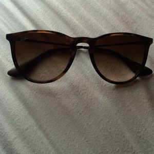 Ray-Ban - Erika style with tortoise frames