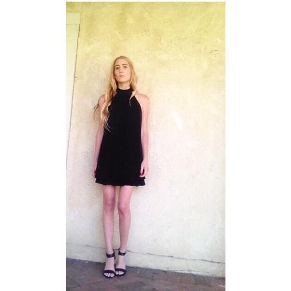 5d3f3ca476 Guess High neck black flowy Shift cocktail dress