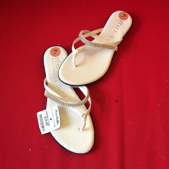 7a29559a2ffdc Italian shoemakers Shoes - NWT! Italian leather flip flops with rhinestones!